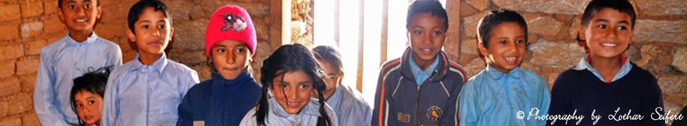 Die Patenkinder aus Kathmandu und Fasku f�r das Schuljahr 2015 - 2016 (2071 - 2072)